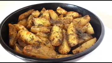 cartofi in sos de verdeturi